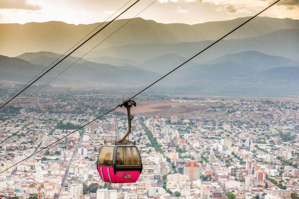 Salta do Teleferico del Cerro San Bernardo